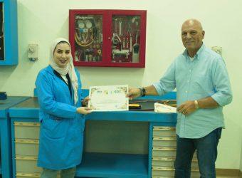 consegna dell'attestato al primo Tecnico del Freddo donna del Medio Oriente